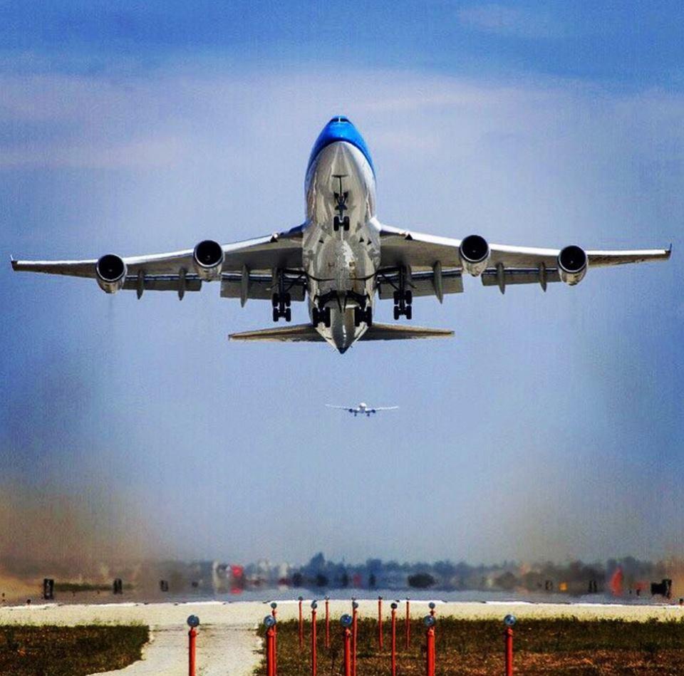 LAX take off